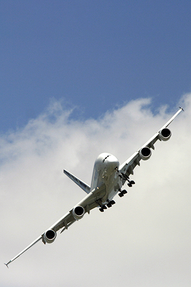 A380 en approche sur la piste du Bourget lors d'un salon