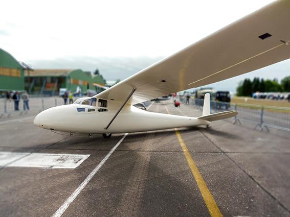 Le C 800 entièrement refait en 10 ans par le club Touraine Planeur, ici en exposition durant le meeting aérien de la BA 705 de Tours.