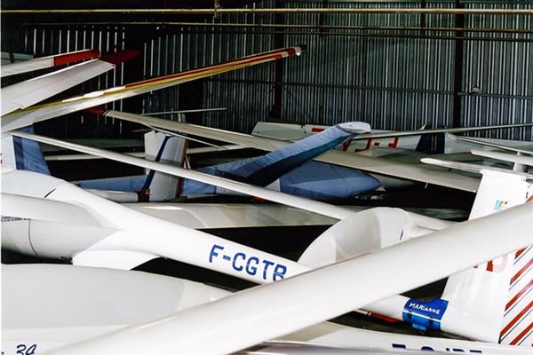 Le Marianne F-CGTB dans le hangar du Louroux en 1990