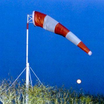 Lever de lune sur l'aérodrome du Louroux